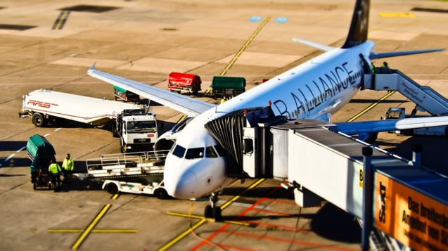 airport-1105980_1280
