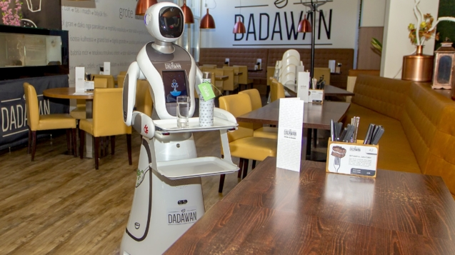 馬斯特里赫特的達達萬用作服務員的機器人©Frank Kerbusch / BSR Agency / Getty Images