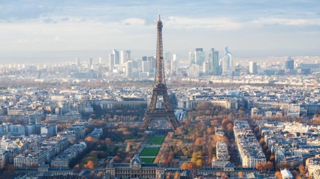 法國艾菲爾鐵塔25日重新開放。