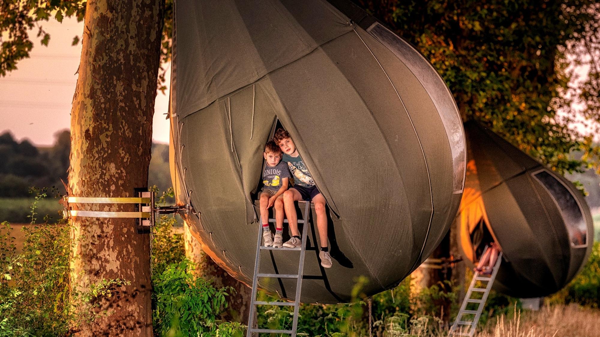 可以通過梯子進入帳篷©Visit Limburg