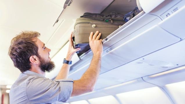 意大利政府禁止在某些航班上使用座艙上方的行李置物箱©Mila Supinskaya Glashchenko / Shutterstock