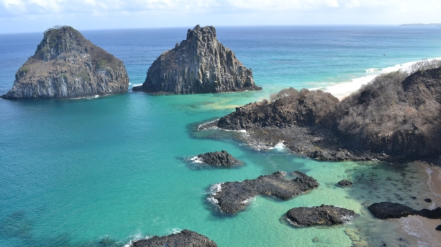 巴西費爾南多·迪諾羅尼亞島(Fernando de Noronha)今(1)日起解封,僅開放已經感染過新冠肺炎並痊癒的遊客登島。(pixabay)
