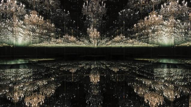 草間彌生的悲傷枝形吊燈
