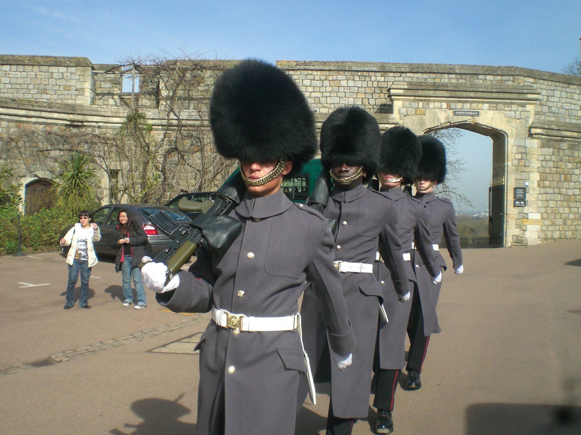 疫情爆發一年多後衛兵交接重返英國白金漢宮